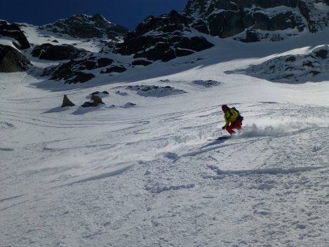 Good powder turns all the way down the face!
