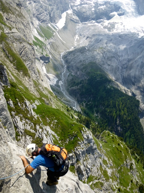The Rosenlauigletscher behind good limestone climbing.